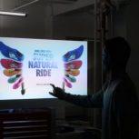 تبلیغات هوشمند با ویترین هوشمند ( نمایشگر شیشه ای لمسی)